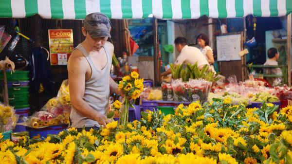 Ngôi chợ hơn 30 năm 'không ngủ' ở Sài Gòn