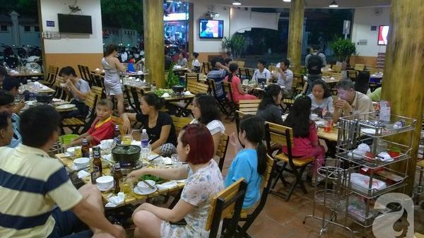 TP.HCM: Đi ăn sinh nhật, thực khách bị quản lý nhà hàng 'gạt tay' trúng 2 cái vào mặt