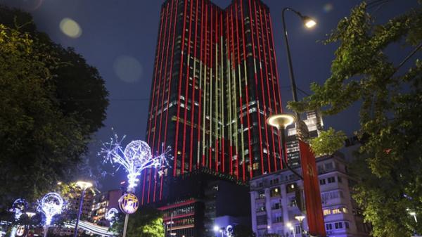 Tòa nhà Times Square nhuộm màu cờ Tổ quốc đón U23 Việt Nam
