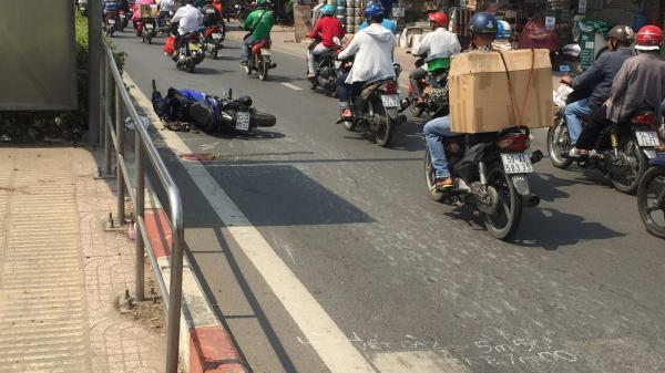 Nam thanh niên chạy Exciter nguy kịch sau khi tông vào người phụ nữ 50 tuổi đang đi bộ ở Sài Gòn