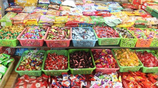 """CẢNH BÁO: Tràn lan bánh kẹo Tết """"3 không"""" ở các chợ đầu mối tại TP. Hồ Chí Minh"""