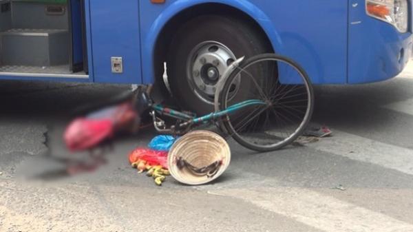 TP. HCM: Xe buýt cuốn cụ bà 80 tuổi cùng xe đạp vào gầm, nạn nhân nguy kịch