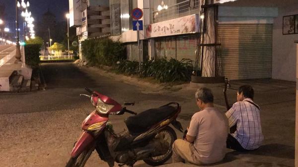 """Sài Gòn phồn hoa và câu chuyện xúc động """"Người mù làm sao biết chia tiền"""""""