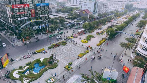 Chùm ảnh: Đường hoa Nguyễn Huệ đang được gấp rút hoàn thành trước ngày khai mạc