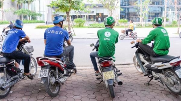 """Uber, Grab """"nhảy"""" giá cước: Ngày thường 40.000 đồng, cận Tết 120.000 đồng"""