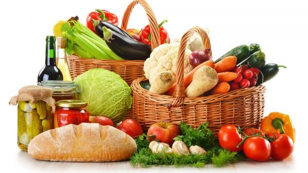 Chợ cuối năm ở TP. Hồ Chí Minh: Heo giảm giá, trái cây lập 'đỉnh'