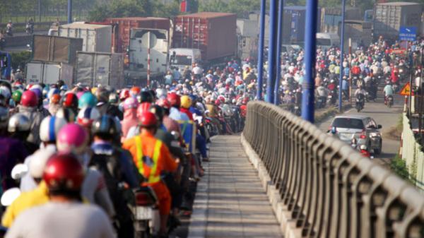 Cầu Rạch Chiếc kẹt kinh hoàng, ngàn người trễ học, trễ làm