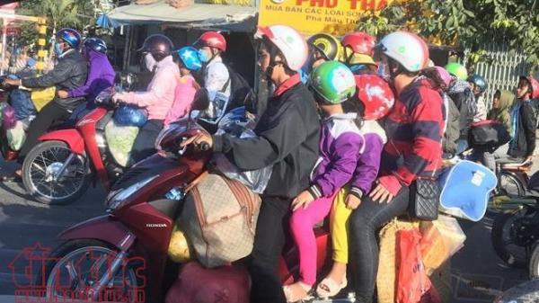 Người dân bắt đầu trở lại TP Hồ Chí Minh sau kỳ nghỉ Tết Nguyên đán