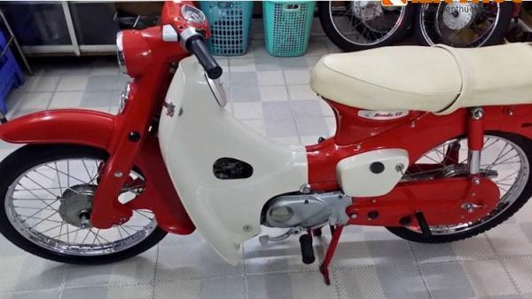"""Xe máy Honda Cub hơn 50 tuổi """"mới cứng"""" tại Sài Gòn"""
