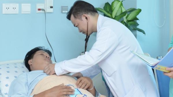 Hành trình trở thành bác sĩ của cậu bé bán hủ tiếu gõ ở Sài Gòn