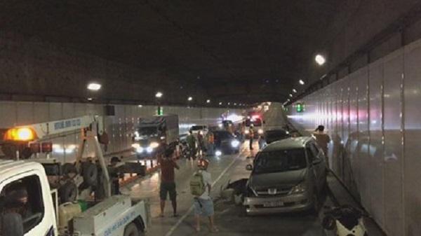 Ô tô chạy ngược chiều vào hầm Thủ Thiêm gây tai nạn liên hoàn