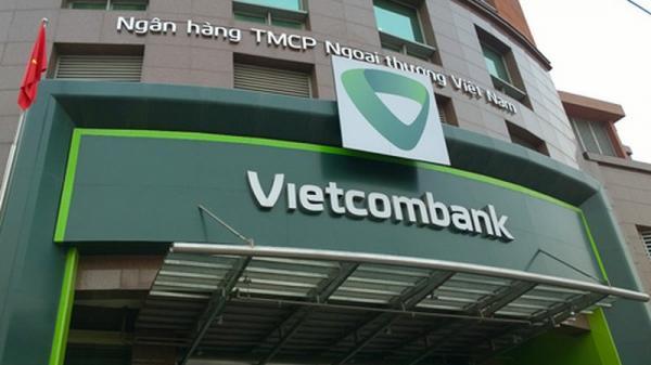 """Khách phản ứng tăng phí, Vietcombank khẳng định """"thu phí thấp nhất thị trường"""""""