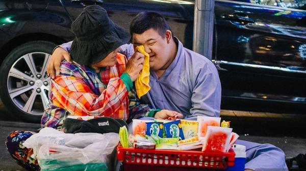 Chuyện thằng Hoàng và giỏ hàng rong 20 năm theo chân mẹ đi khắp Sài Gòn