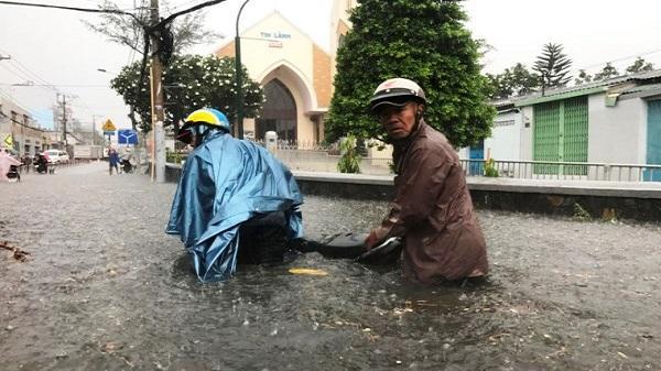 Vì sao TP.HCM liên tục có mưa lớn trái mùa trong mùa khô?