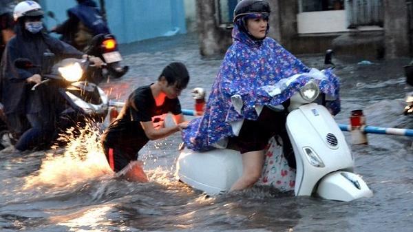 Mưa dông trái mùa ở Sài Gòn sẽ dữ dội và nguy hiểm trong tháng 4