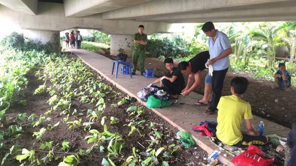 Phát hiện cụ ông vô gia cư tử vong dưới gầm cầu Sài Gòn