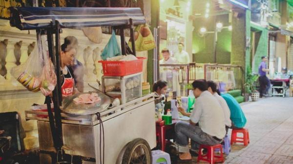 Hủ tiếu gõ: Từ món ăn dành cho người nghèo đến một nét văn hoá đặc trưng của Sài Gòn hoa lệ
