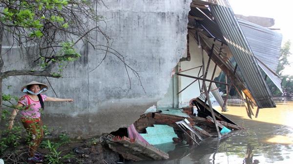 5 căn nhà ở Sài Gòn sập xuống sông trong đêm