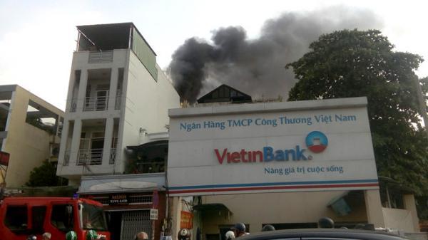 TP.HCM: Cháy tiệm tân trang xe máy, nhiều người tháo chạy