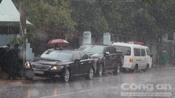 Đập cửa xe Lexus lấy trộm 5 tỷ đồng trên phố Sài Gòn