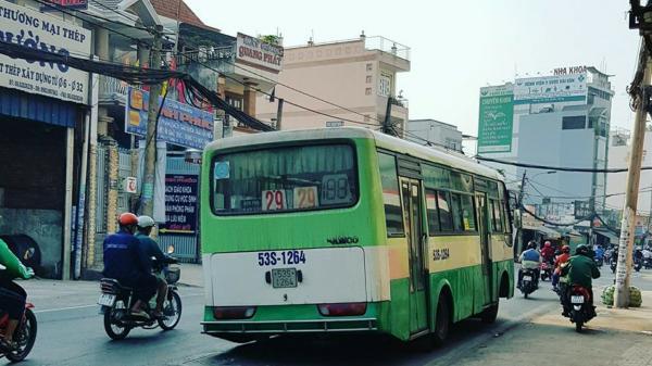 TP.HCM: Hoảng hồn vì xe buýt đang chạy bất ngờ… rớt bánh