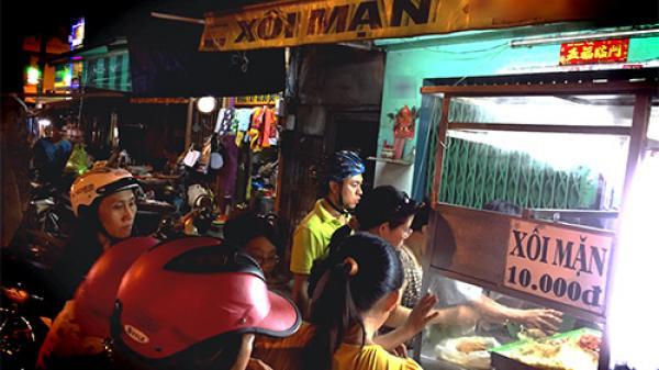 """""""Xôi nhà xác"""", món ăn rùng rợn nhưng đêm nào người Sài Gòn cũng xếp hàng đứng mua"""