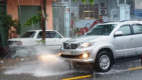 Dự báo thời tiết 15/3: Sài Gòn chuyển mưa rào, đề phòng lốc