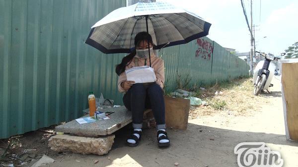 Chuyện những bạn sinh viên trẻ phơi mình mưu sinh dưới nắng nóng ở Sài Gòn