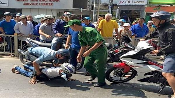 Bắt nam thanh niên đánh đập phụ nữ để cướp con gà