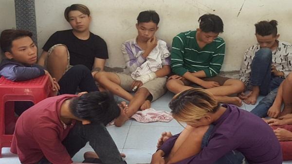 Băng nghiện dùng mã tấu chém người đi đường ở Sài Gòn để cướp