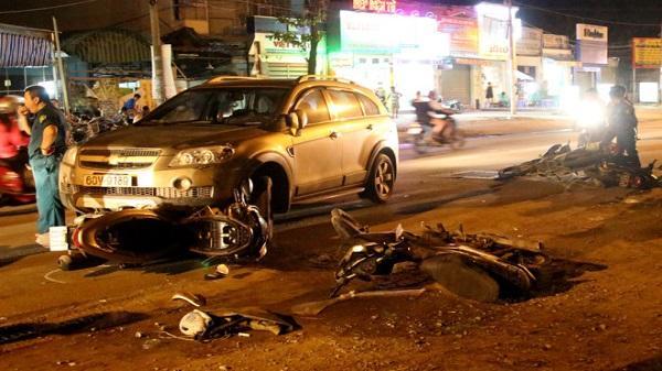 Tài xế mặc sắc phục cảnh sát lái ôtô tông hàng loạt xe máy ở Sài Gòn