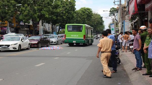 TP. HCM: Xe ôm làm rơi khách khiến nạn nhân bị xe buýt cán chết