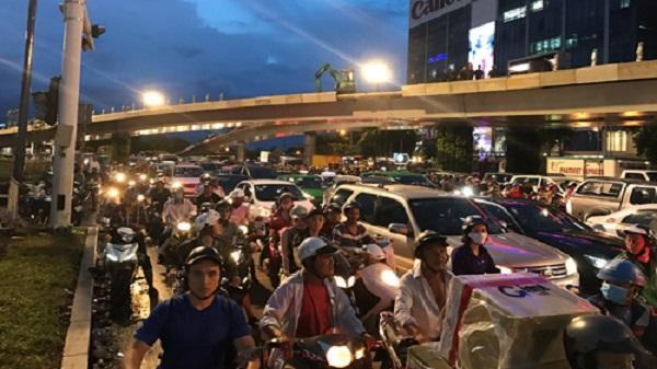 Ngày 3/7, thông xe và phân luồng tại 2 cầu vượt quanh sân bay Tân Sơn Nhất