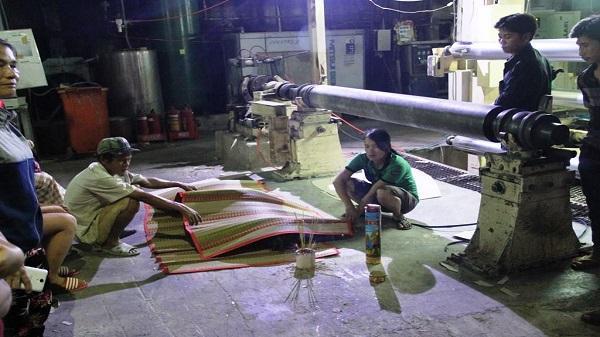 TP.HCM: Nam công nhân chết bất thường, người nhà bức xúc vây kín công ty