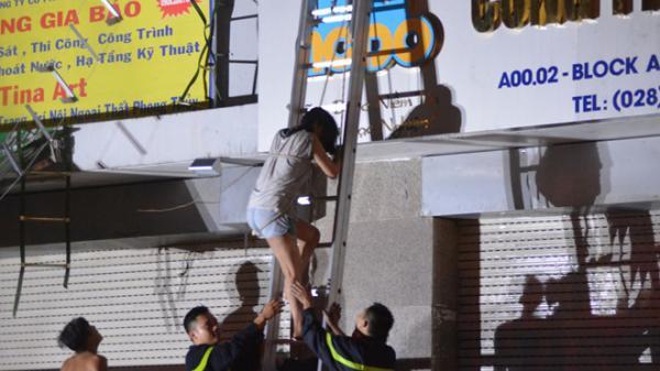 Cháy chung cư Carina 13 người chết: Dân không được hỗ trợ hoảng loạn chạy lên chạy xuống, chuông báo cháy không kêu?