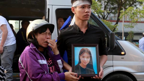 Di quan nạn nhân vụ cháy đến chung cư Carina để 'nhìn nhà lần cuối'
