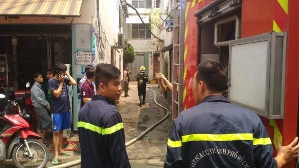Cháy tại khu dân cư ở Sài Gòn, hàng trăm người hoảng loạn
