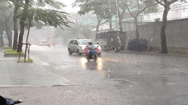Đang mưa giông trên diện rộng tại ở TP HCM