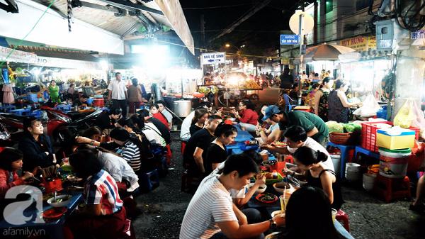 """Ghé chợ hàng rong Sài Gòn nghe chuyện phố, """"nếm"""" nhộn nhịp đô thành"""