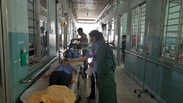 Hàng chục công nhân nhập viện nghi hít phải khí độc
