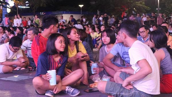 Phố đi bộ Nguyễn Huệ nhộn nhịp những ngày đầu tháng 7