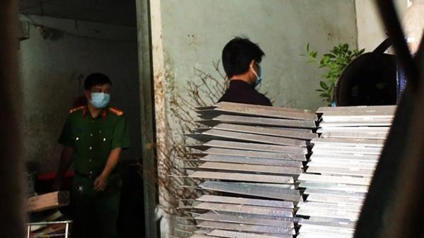 Kiểm tra hiện trường vụ thảm sát 5 người ở Bình Tân