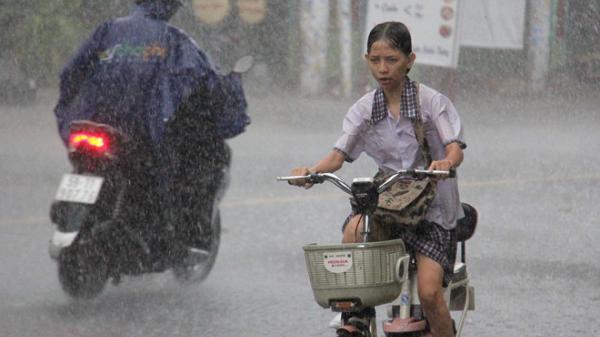 Vì sao Sài Gòn xuất hiện mưa rào giữa cao điểm mùa nóng?