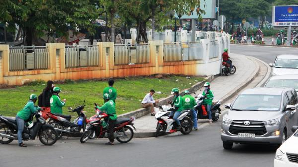 """GrabBike giả xuất hiện tràn lan ở sân bay Tân Sơn Nhất, Grab """"cầu cứu"""" Công an TP. HCM"""