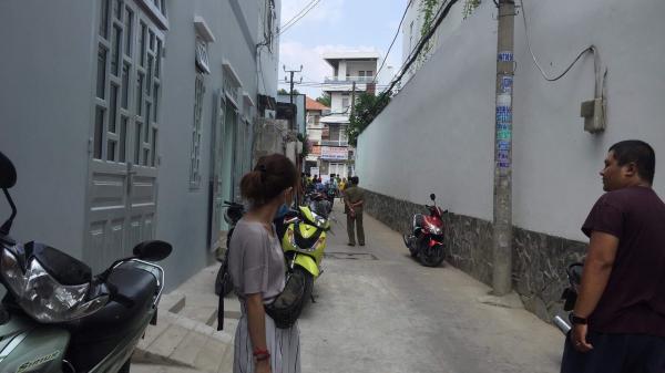 TPHCM: Đang bao vây truy lùng hung thủ đâm chết nữ sinh viên
