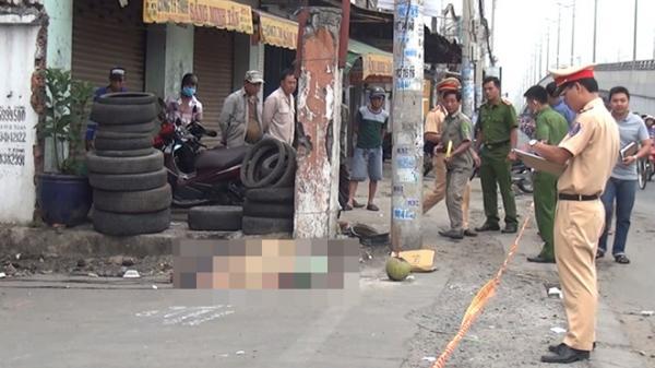 TP.HCM: Người đàn ông gục chết trên vũng máu ven quốc lộ 1