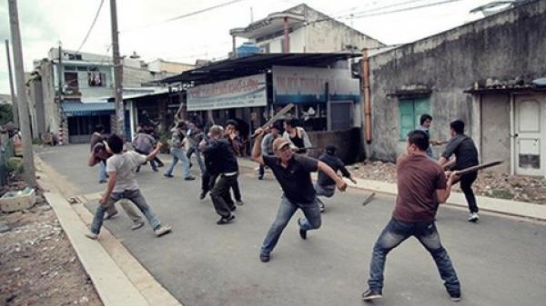 """Hai nhóm học sinh hỗn chiến ở Sài Gòn vì lời """"tỏ tình"""" trên mạng"""