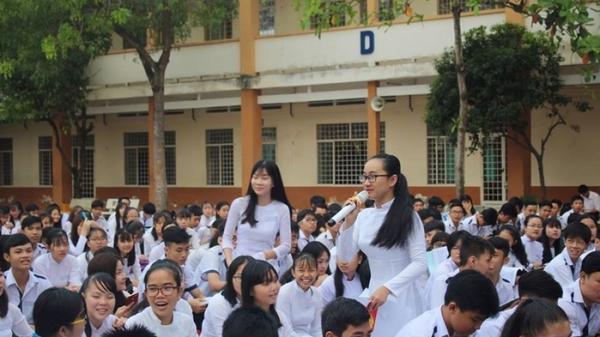 """""""Choáng"""" với thành tích """"khủng"""" của em Phạm Song Toàn tại Trường THPT Long Thới"""