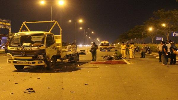 Đôi trai gái tử vong sau va chạm xe tải trên đại lộ Phạm Văn Đồng
