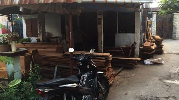 Hành động của chủ cơ sở mai táng ở Sài Gòn khiến người phụ nữ bật khóc